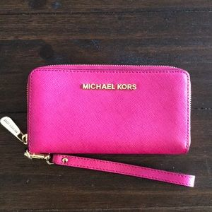 Michael Kors pink wristlet used in good conditions